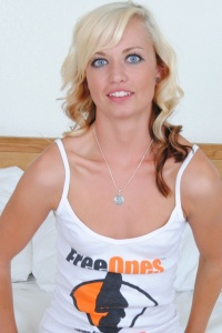 Petite Tiff Loves Freeones - Picture 1