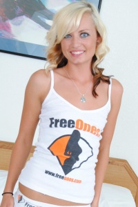 Petite Tiff Loves Freeones - Picture 3
