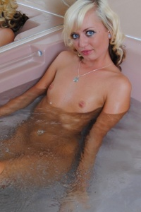 Petite Blonde Tiff In The Jacuzzi Naked - Picture 11