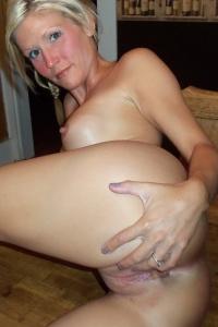 Horny Petite Milf Jolene Naked On The Dinner Table - Picture 9