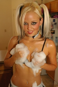 Naughty Maid Lindsay Marie Gets Wet - Picture 8